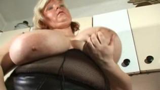 विशाल स्तन रगड़ डिल्डो