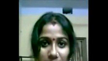 बड़े स्तन के साथ भारतीय गृहिणी